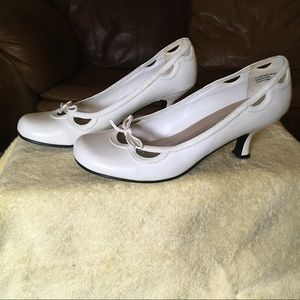 Steve Madden White Pumps with Cutouts, Sz 9.5